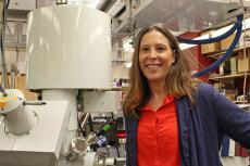 Professor Erin Ratcliff in her lab